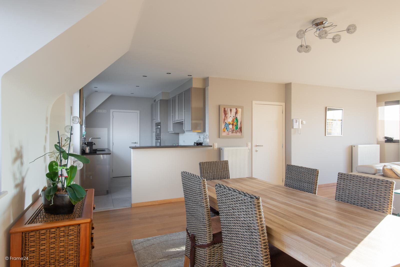 Riant dakappartement (130 m²) met zonnig terras in residentie 'Eyserhof' te Wijnegem! afbeelding 6