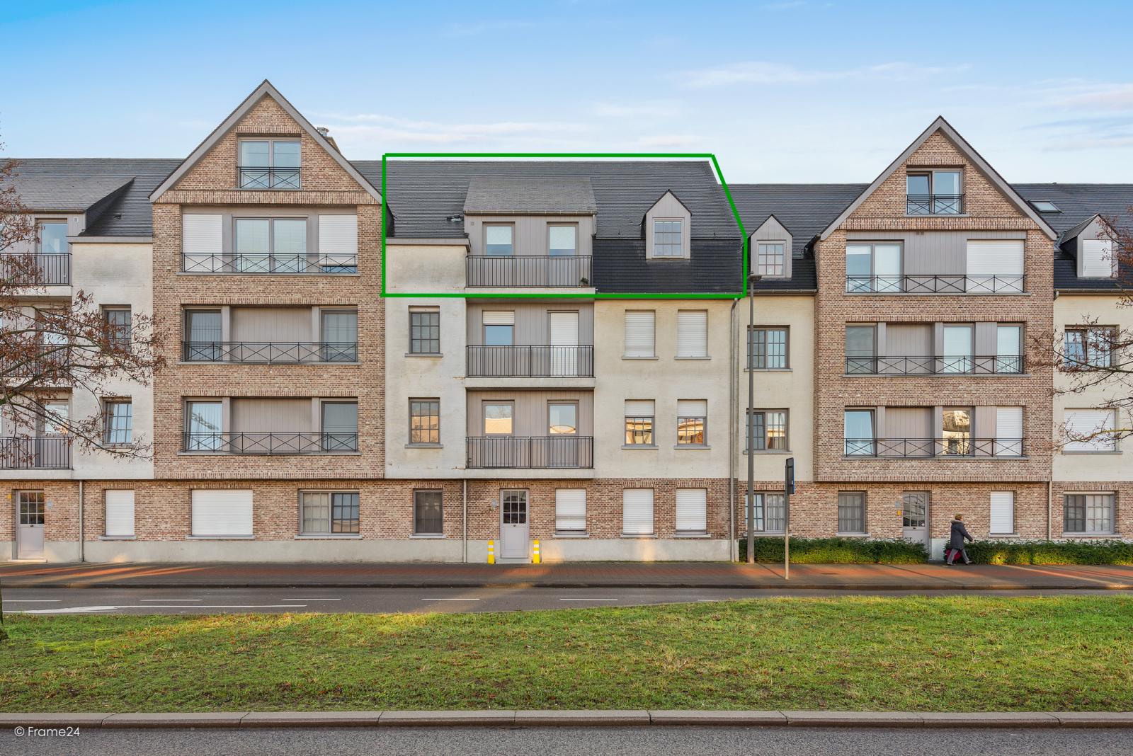 Riant dakappartement (130 m²) met zonnig terras in residentie 'Eyserhof' te Wijnegem! afbeelding 1