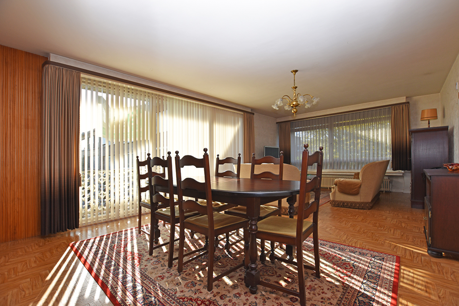Te renoveren appartement met twee slaapkamers in een rustige straat te Deurne!  afbeelding 1