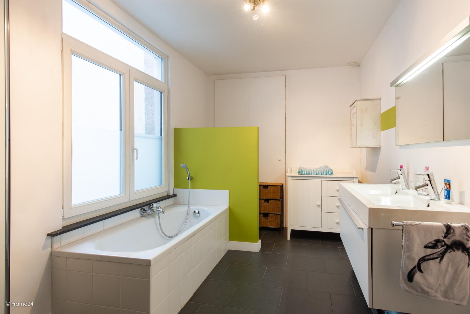 Riante woning in art-nouveaustijl met vijf slaapkamers in een prachtige laan te Wilrijk!  afbeelding 20