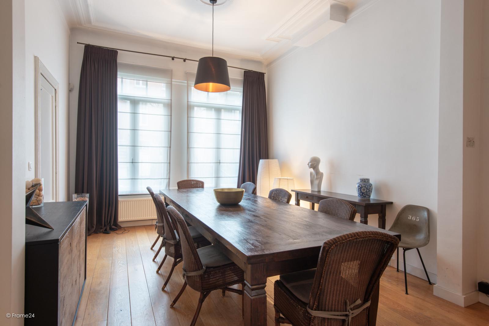 Riante woning in art-nouveaustijl met vijf slaapkamers in een prachtige laan te Wilrijk!  afbeelding 3
