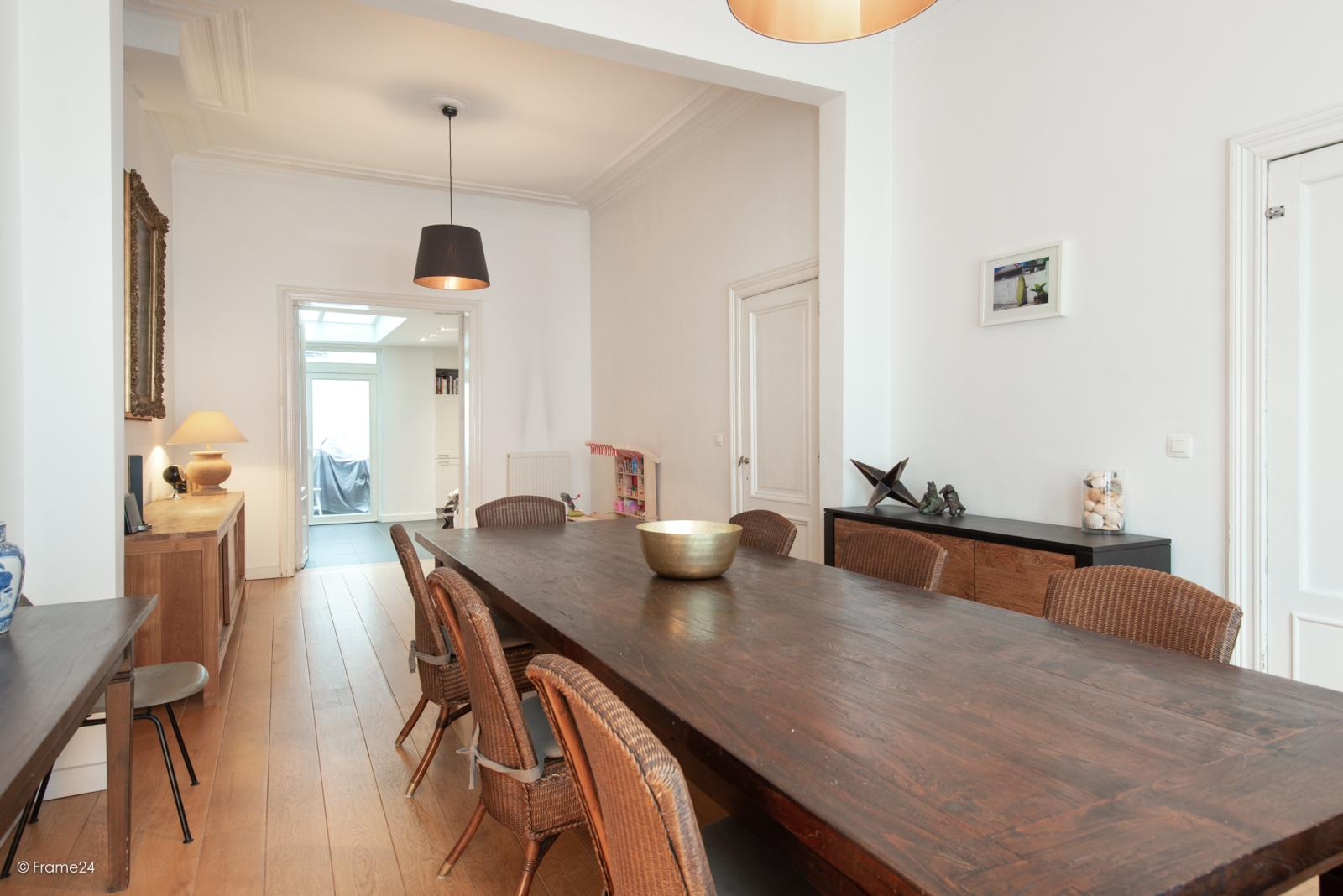 Riante woning in art-nouveaustijl met vijf slaapkamers in een prachtige laan te Wilrijk!  afbeelding 4