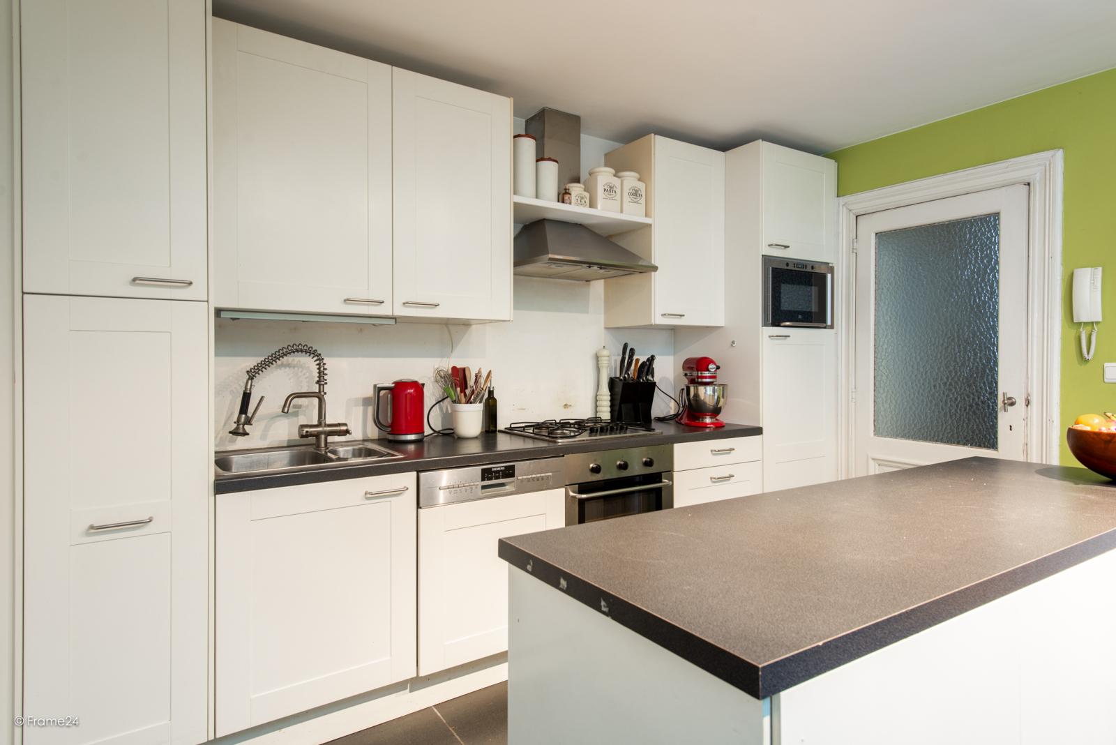 Riante woning in art-nouveaustijl met vijf slaapkamers in een prachtige laan te Wilrijk!  afbeelding 7