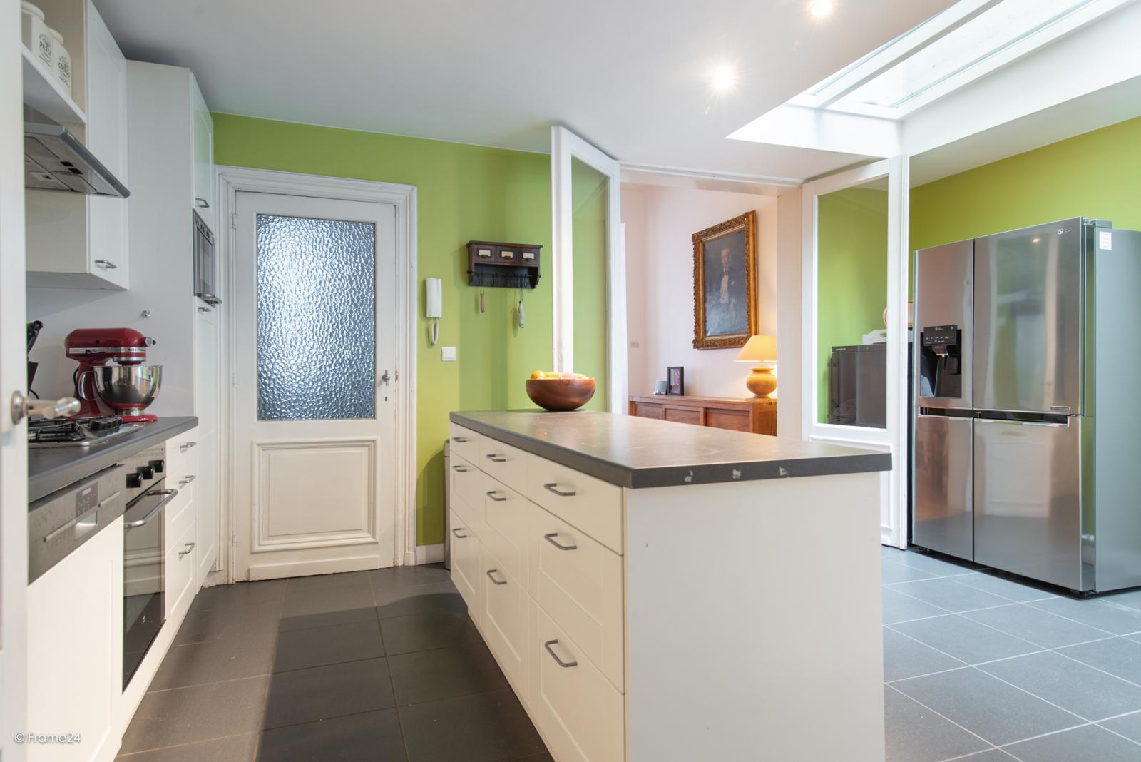 Riante woning in art-nouveaustijl met vijf slaapkamers in een prachtige laan te Wilrijk!  afbeelding 6