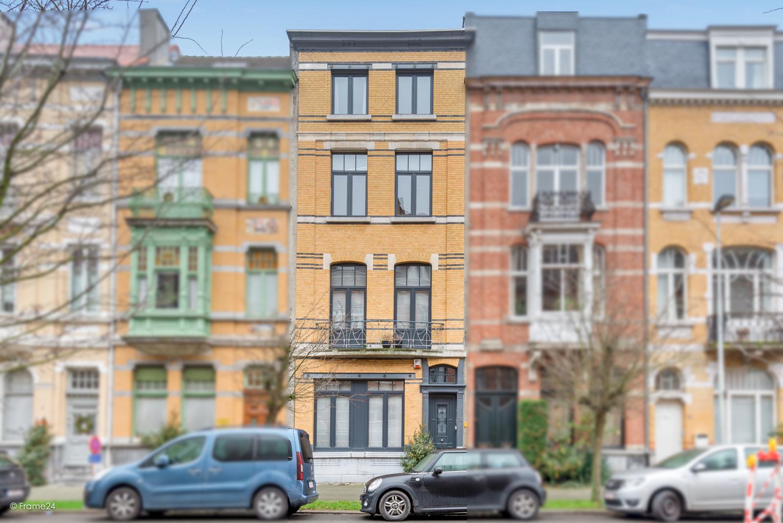 Riante woning in art-nouveaustijl met vijf slaapkamers in een prachtige laan te Wilrijk!  afbeelding 1
