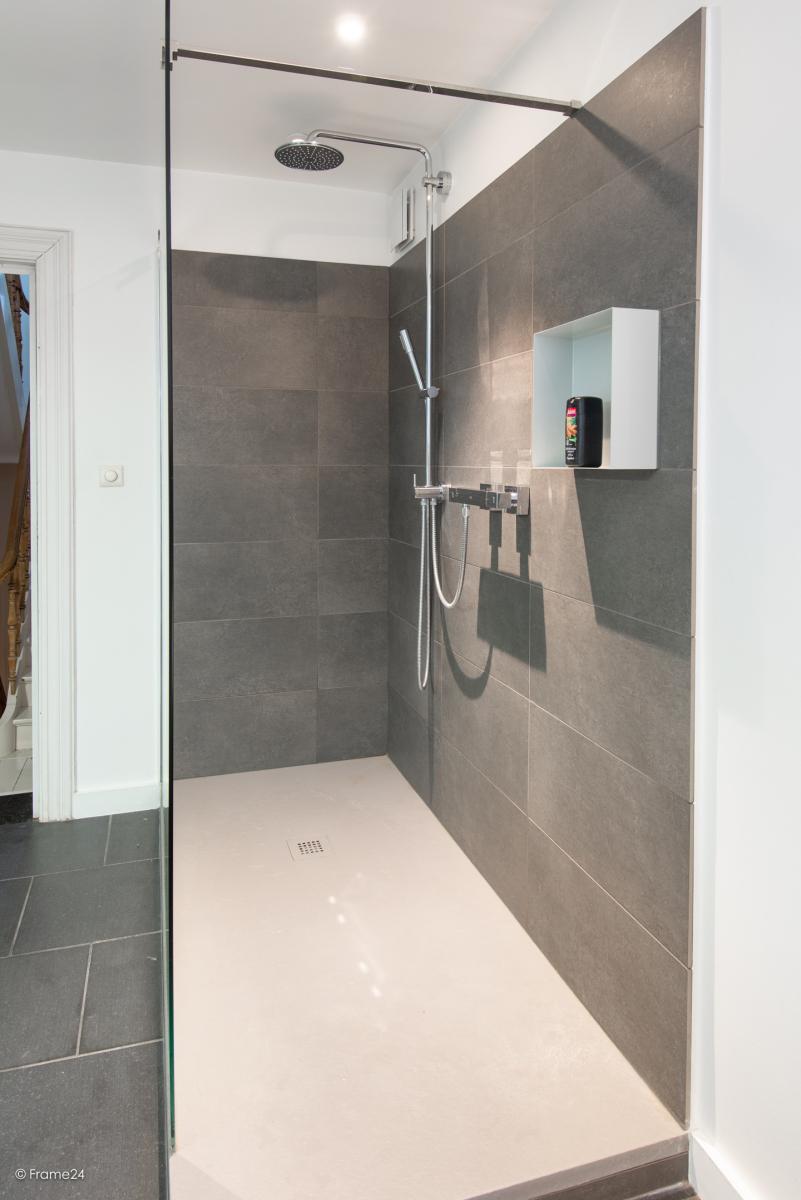 Riante woning in art-nouveaustijl met vijf slaapkamers in een prachtige laan te Wilrijk!  afbeelding 26