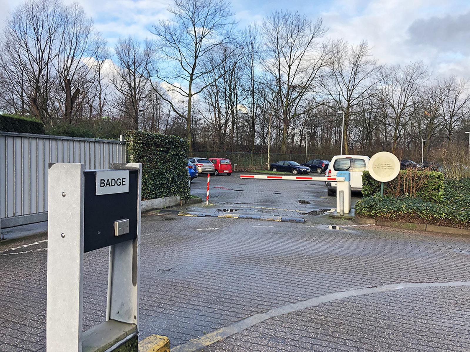 Buitenautostaanplaats te koop centraal gelegen op de grens van Borgerhout en Deurne! afbeelding 3