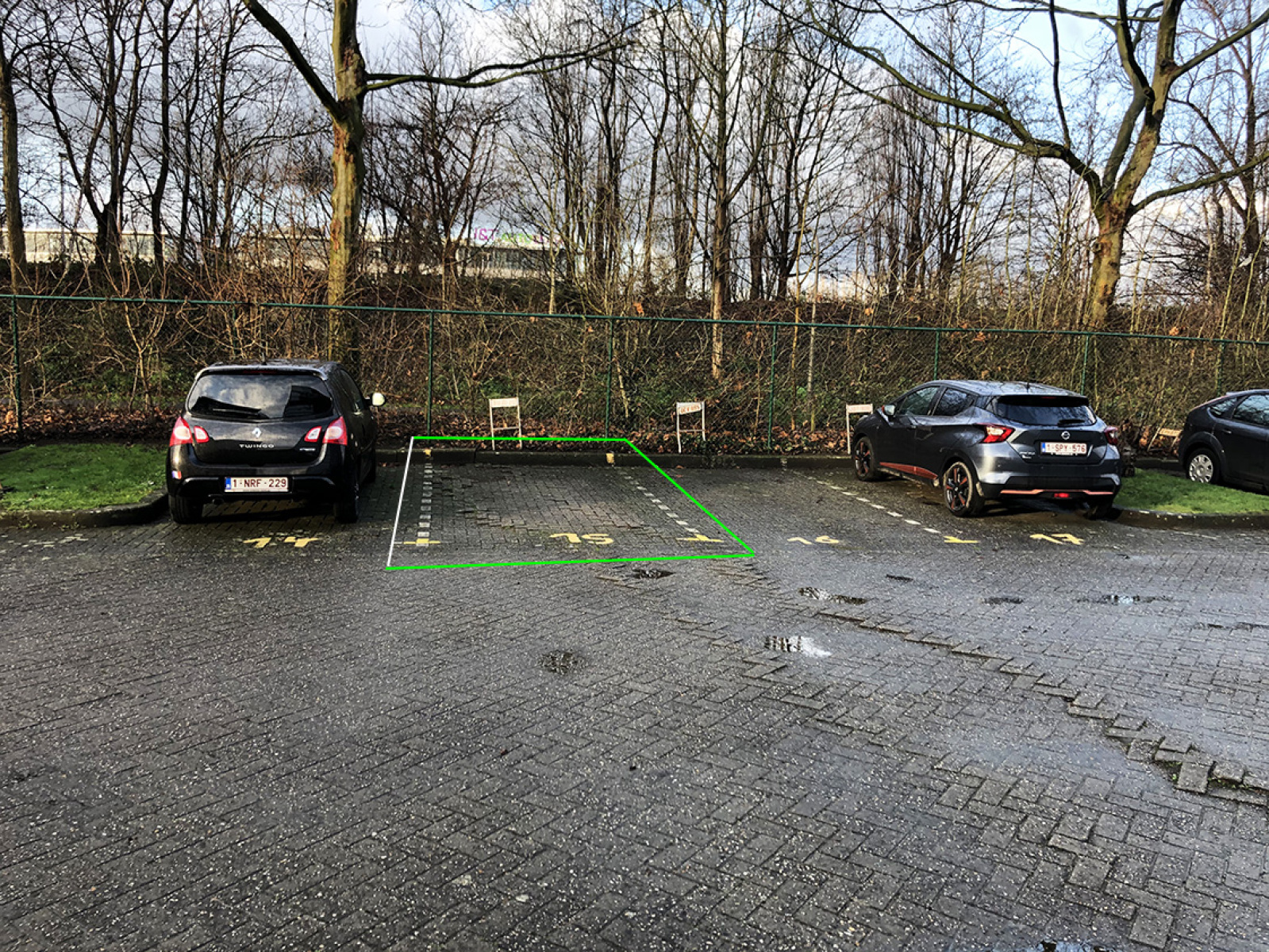 Buitenautostaanplaats te koop centraal gelegen op de grens van Borgerhout en Deurne! afbeelding 1