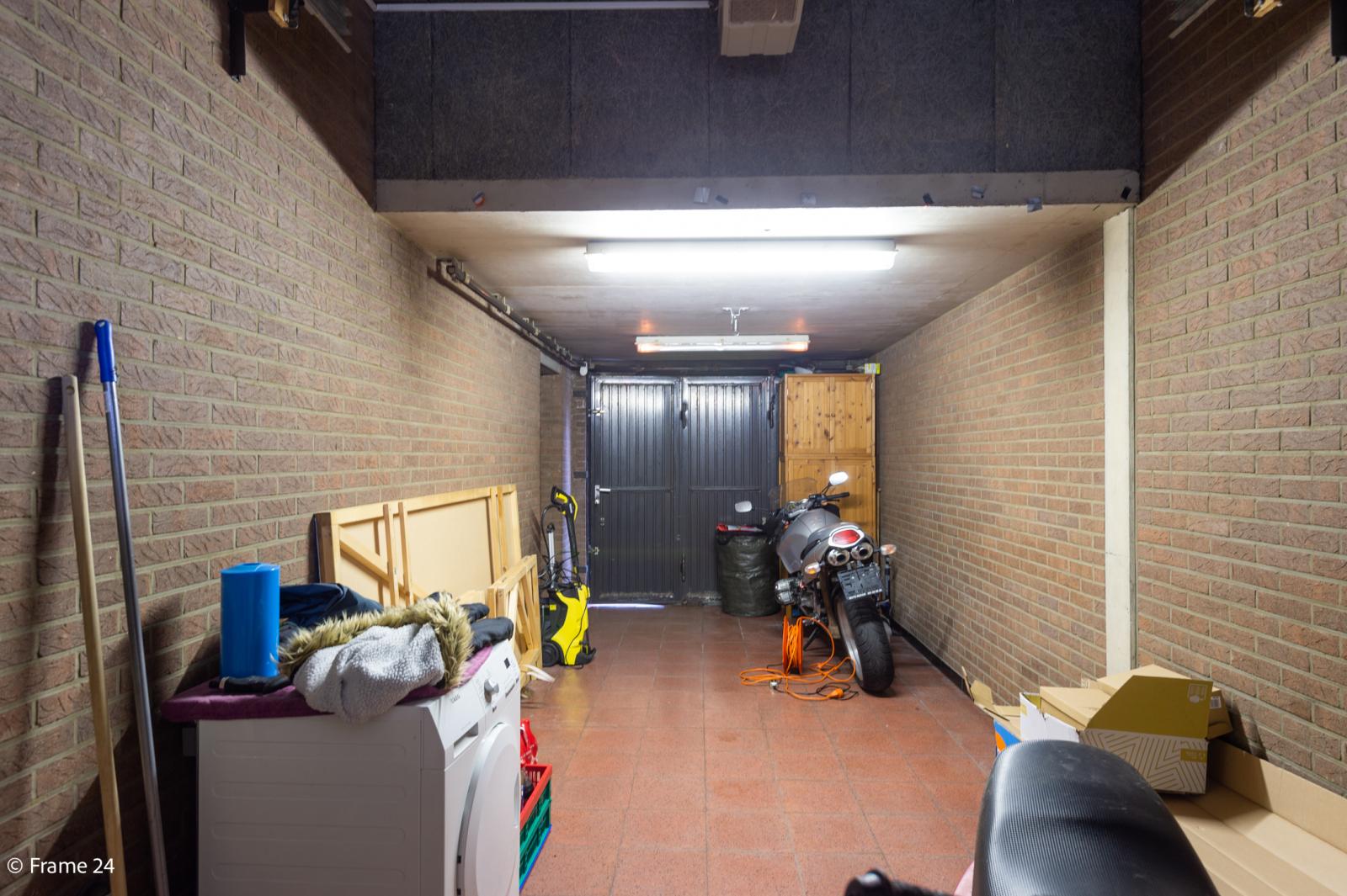 Handelsruimte met riante triplex (200 m²) op centrale ligging te Edegem! afbeelding 23