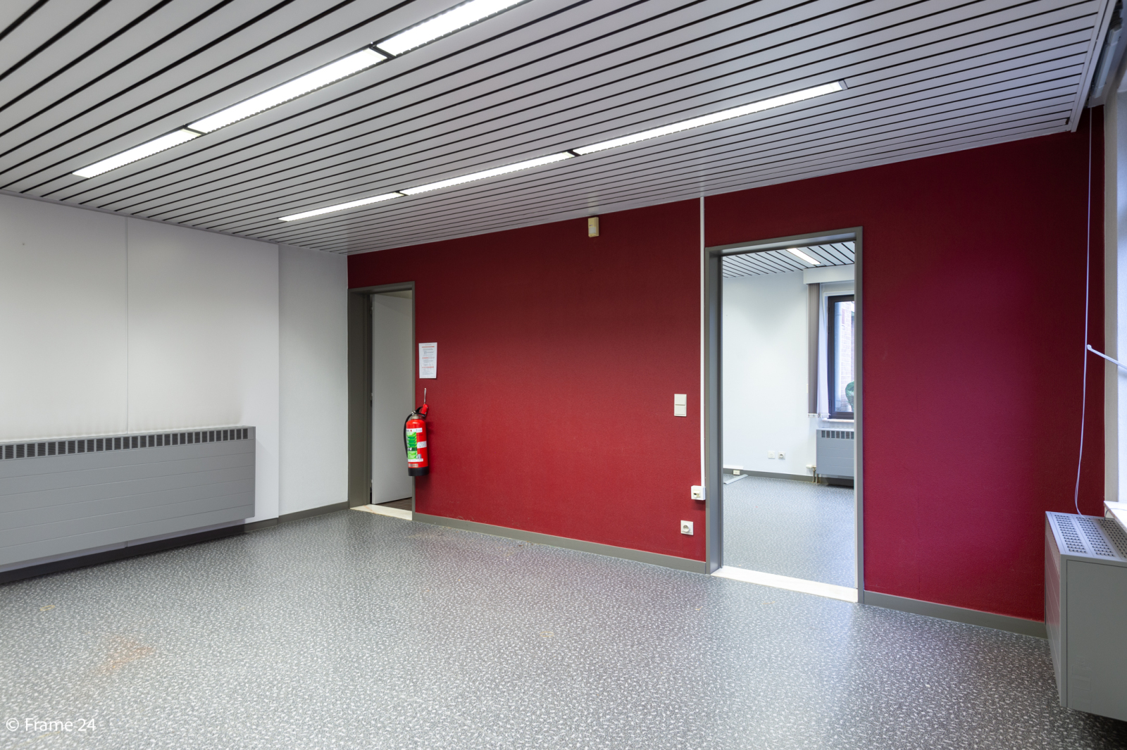 Handelsruimte met riante triplex (200 m²) op centrale ligging te Edegem! afbeelding 4