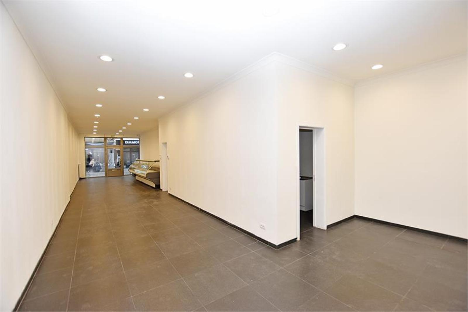Gerenoveerde handelsruimte (90m²) op commerciële locatie te Berchem! afbeelding 5