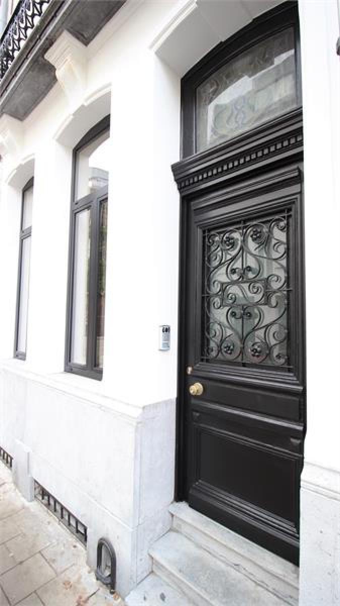Prachtige volledig vernieuwde herenwoning met authentieke elementen te Antwerpen! afbeelding 40