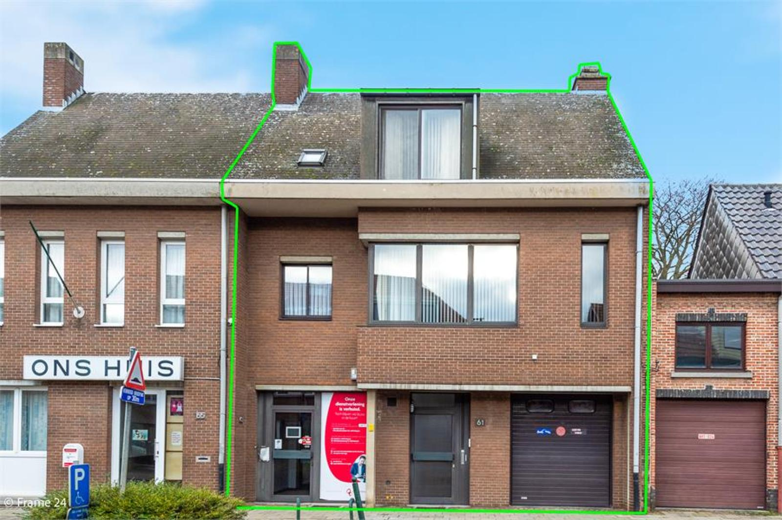 Handelsruimte met riante triplex (200 m²) op centrale ligging te Edegem! afbeelding 1