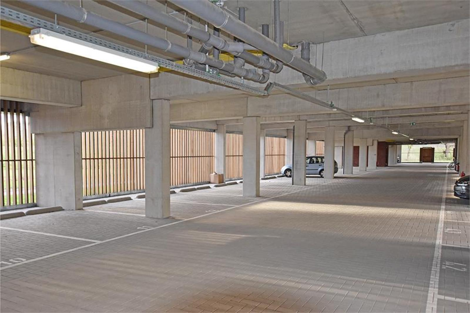 Overdekte staanplaatsen in residentie ' De Boterton ' te Lier! afbeelding 1