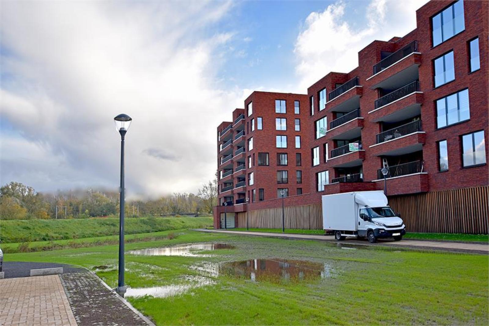 Overdekte staanplaatsen in residentie ' De Boterton ' te Lier! afbeelding 5