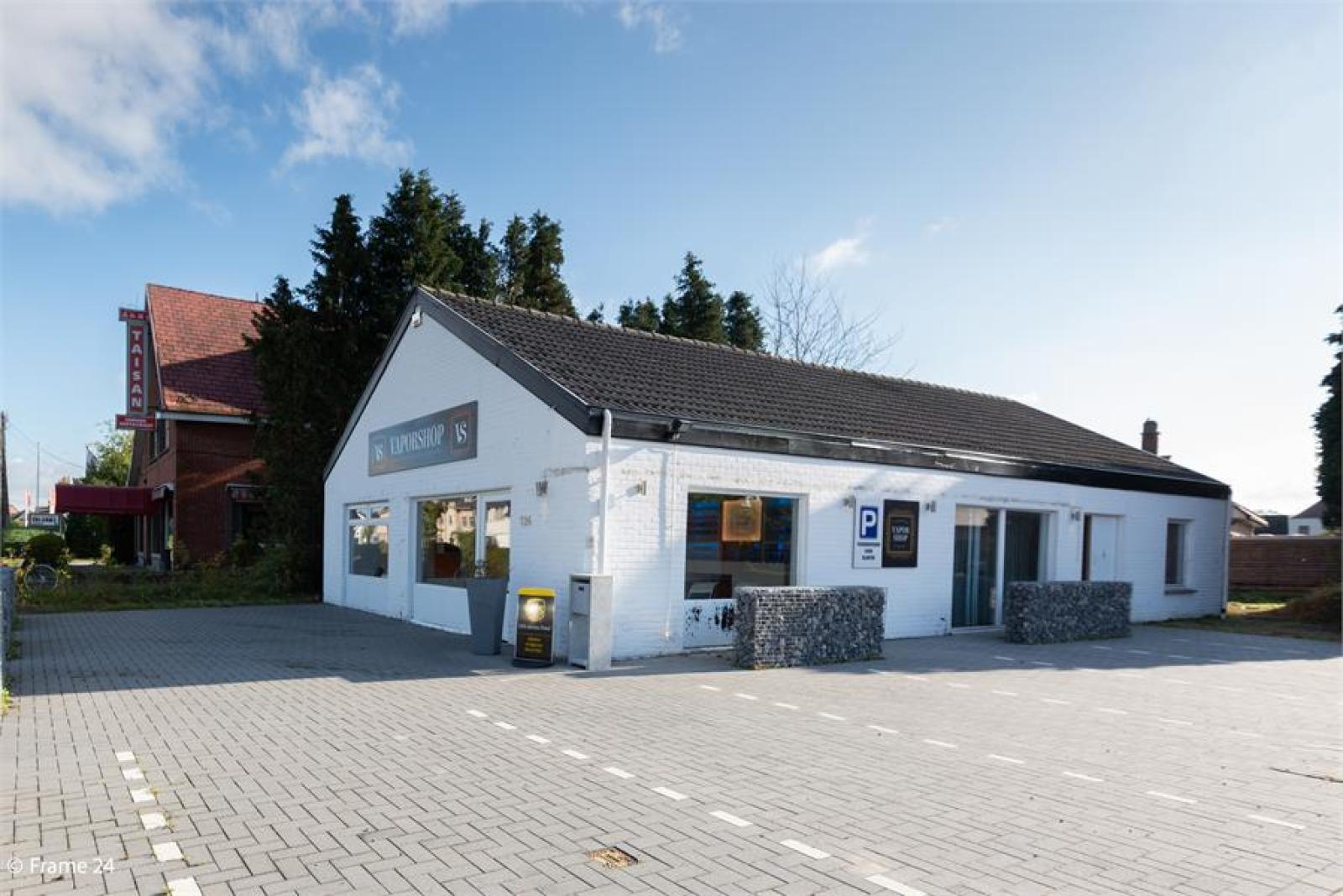 Winkelruimte met woonst op commerciële toplocatie te Zandhoven! afbeelding 3