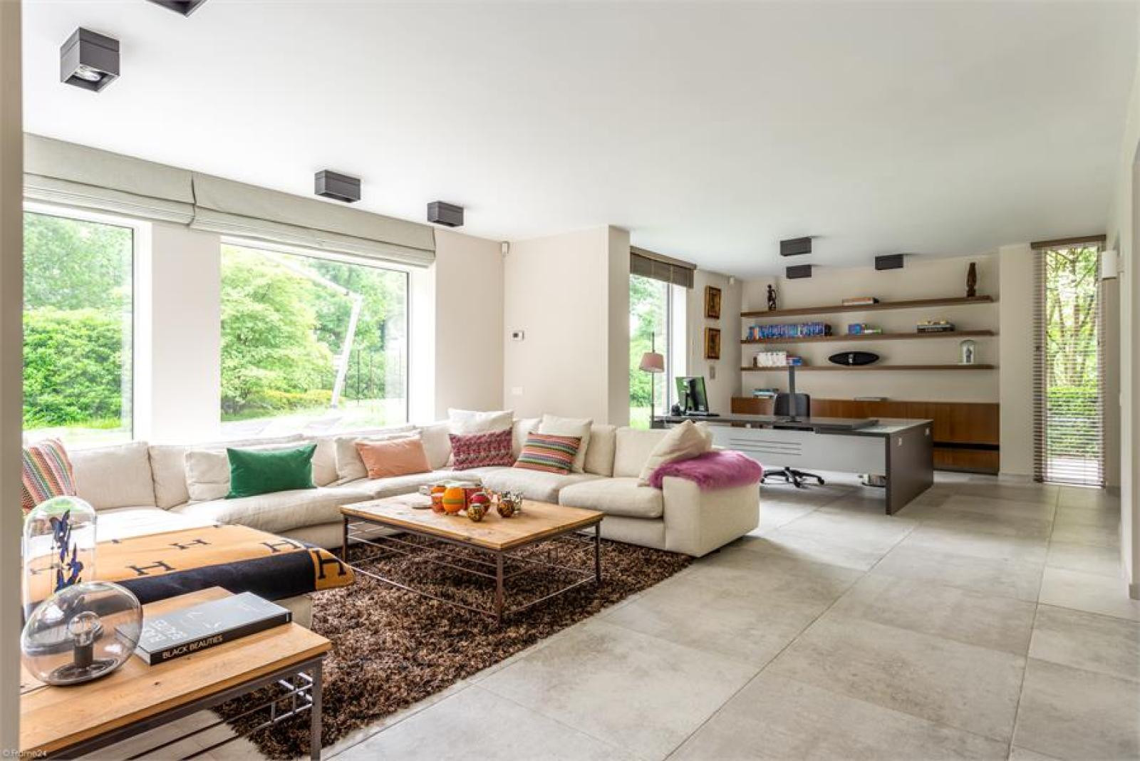 Op een perceel van 5.570 m² treffen we deze luxueuze villa mét zwembad! afbeelding 3