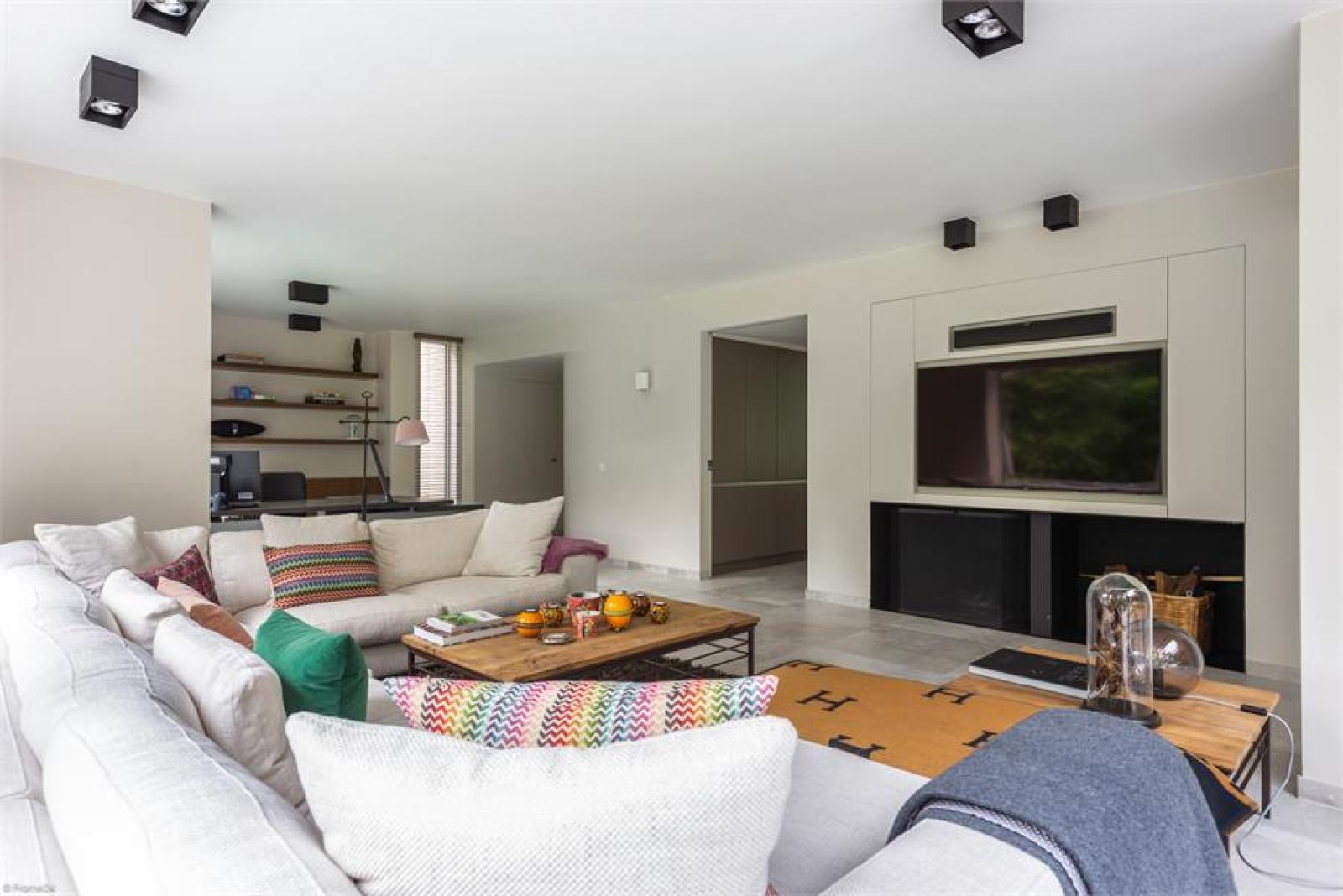 Op een perceel van 5.570 m² treffen we deze luxueuze villa mét zwembad! afbeelding 6