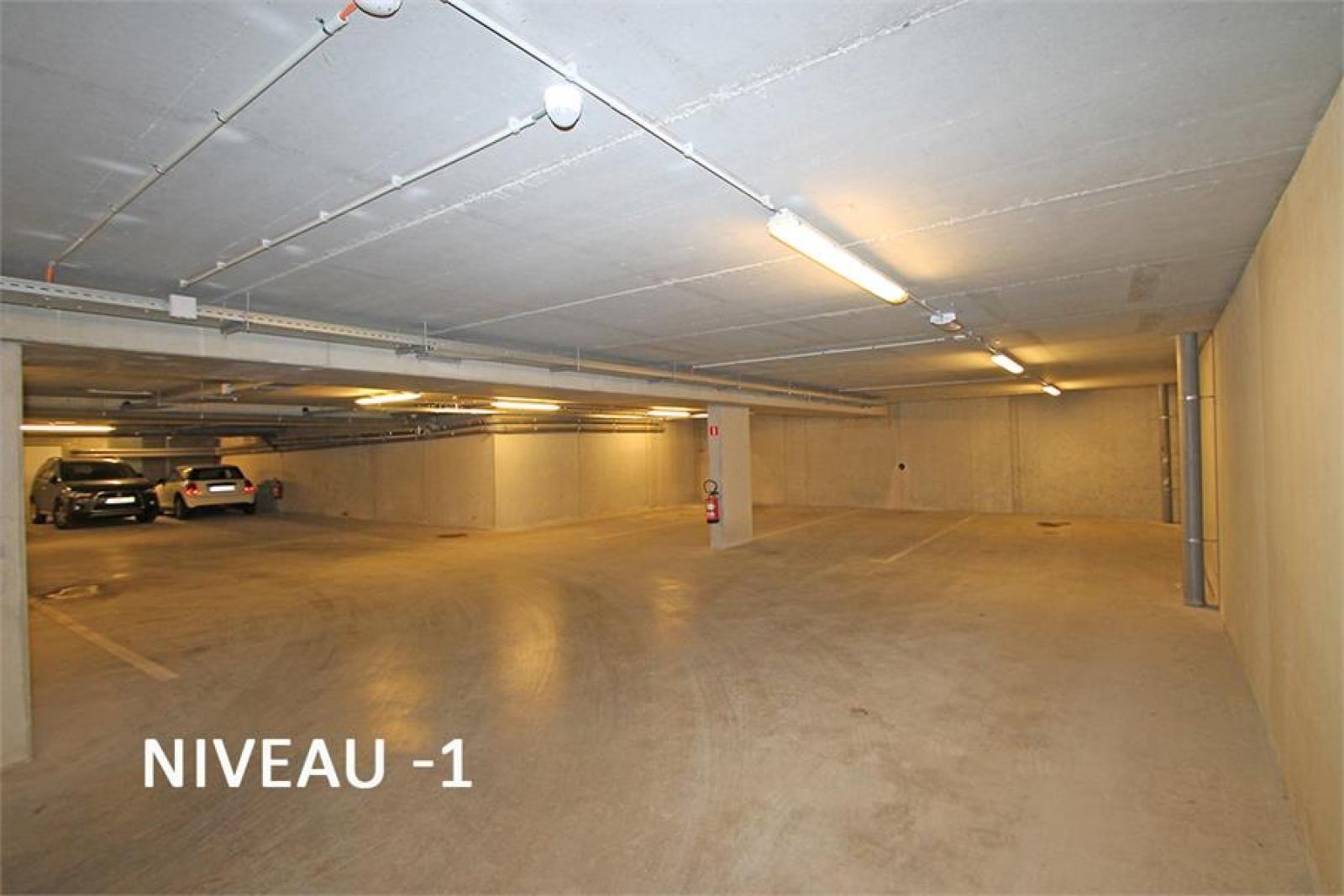 Verschillende ondergrondse staanplaatsen beschikbaar op zeer goede locatie te Antwerpen! afbeelding 9