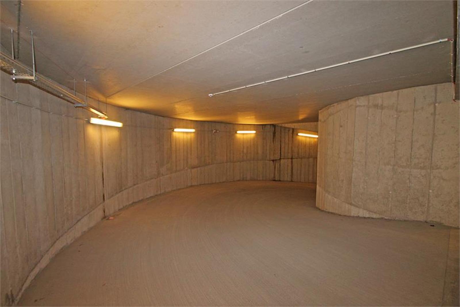 Verschillende ondergrondse staanplaatsen beschikbaar op zeer goede locatie te Antwerpen! afbeelding 10