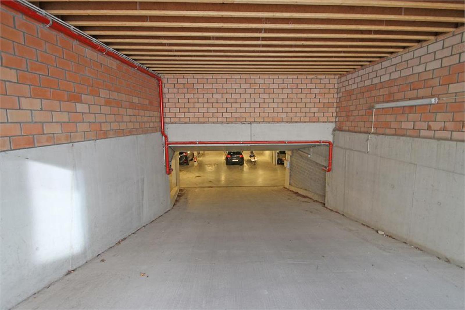 Verschillende ondergrondse staanplaatsen beschikbaar op zeer goede locatie te Antwerpen! afbeelding 5