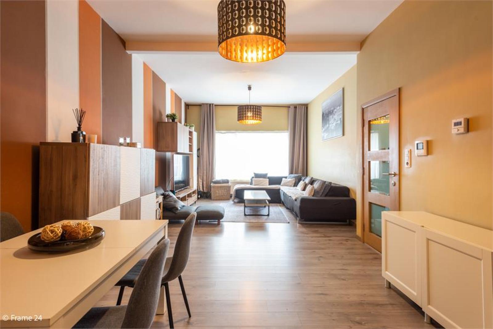 Gerenoveerde woning met drie slaapkamers en terras te Deurne afbeelding 1