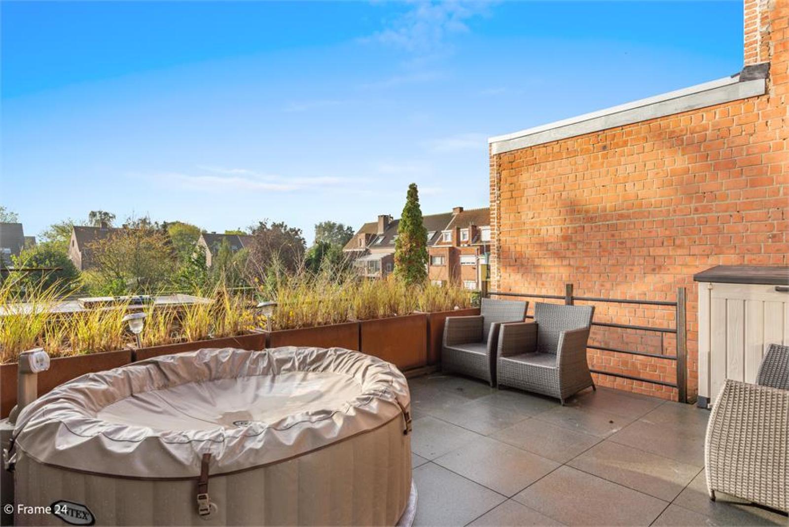 Verzorgde bel-étage met 3 slaapkamers, tuin en garage nabij centrum Wijnegem gelegen. afbeelding 10