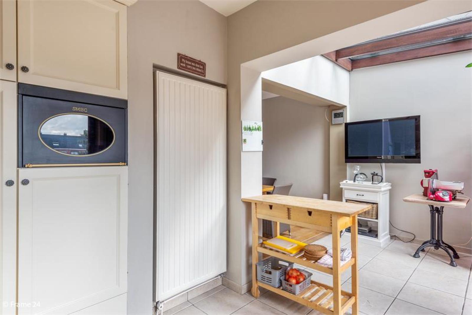Verzorgde bel-étage met 3 slaapkamers, tuin en garage nabij centrum Wijnegem gelegen. afbeelding 13