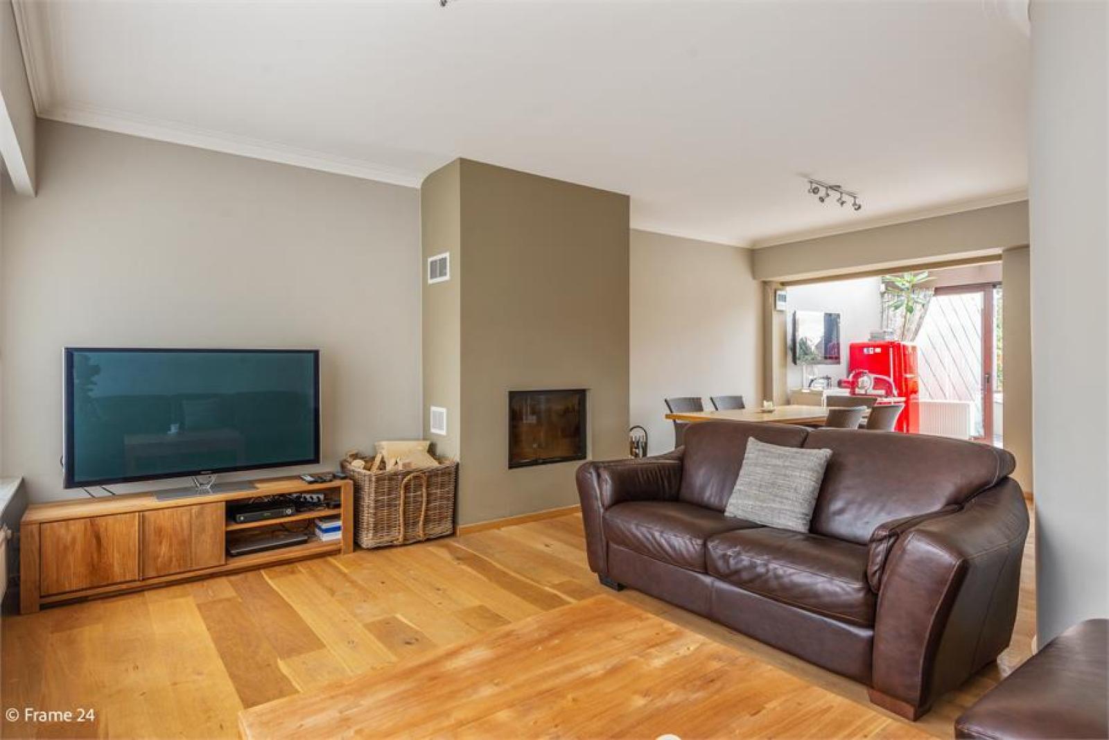 Verzorgde bel-étage met 3 slaapkamers, tuin en garage nabij centrum Wijnegem gelegen. afbeelding 5