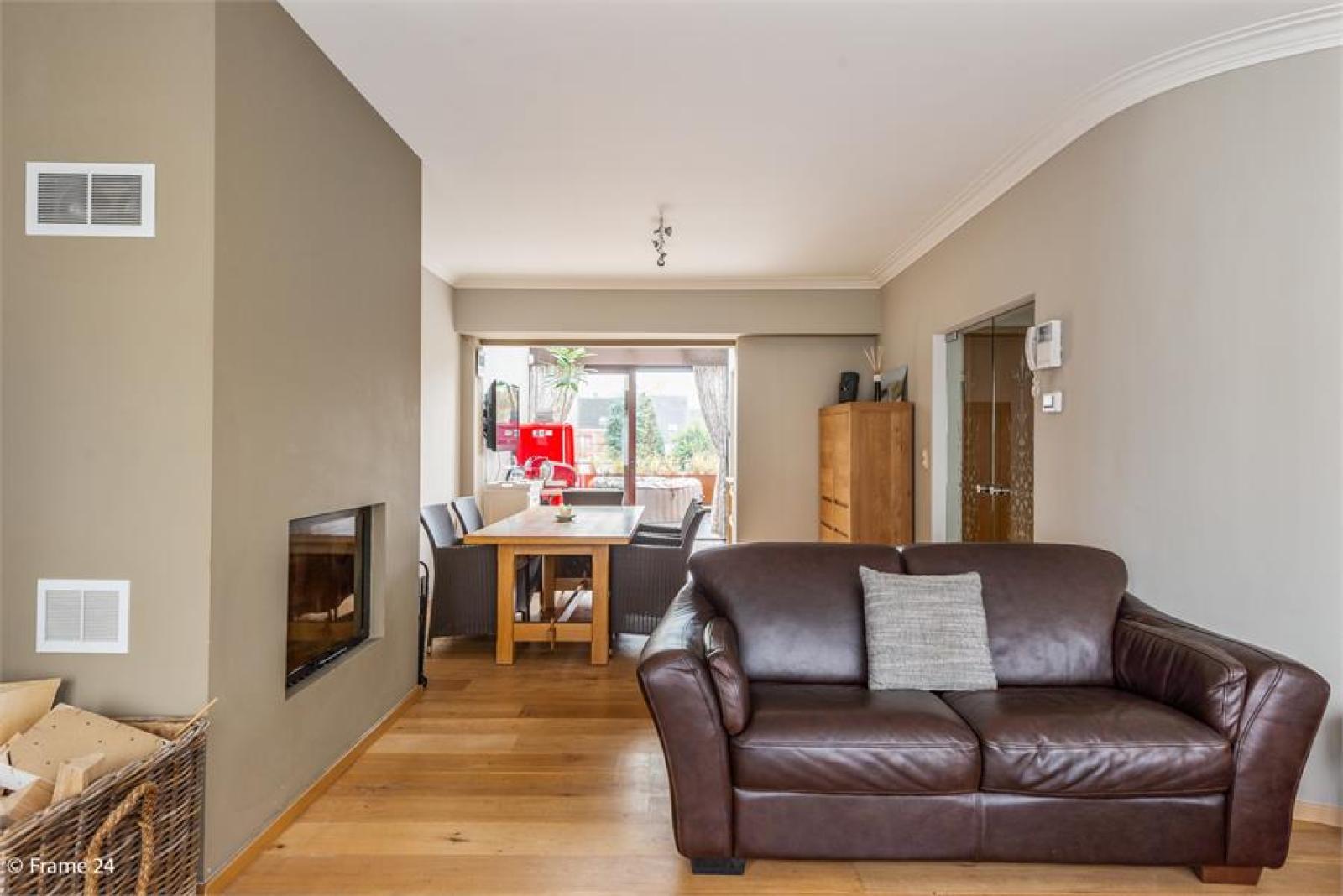 Verzorgde bel-étage met 3 slaapkamers, tuin en garage nabij centrum Wijnegem gelegen. afbeelding 4
