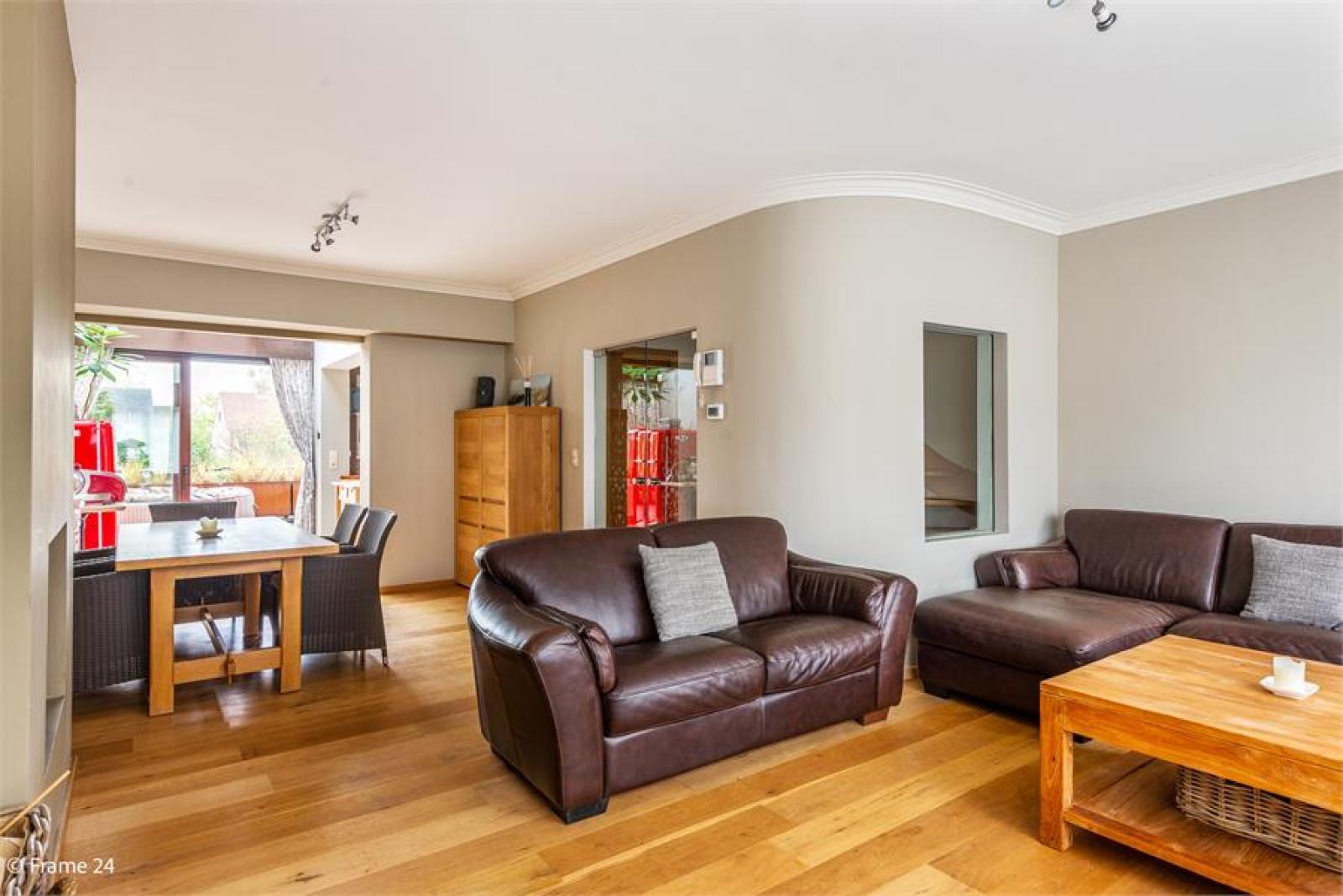 Verzorgde bel-étage met 3 slaapkamers, tuin en garage nabij centrum Wijnegem gelegen. afbeelding 3