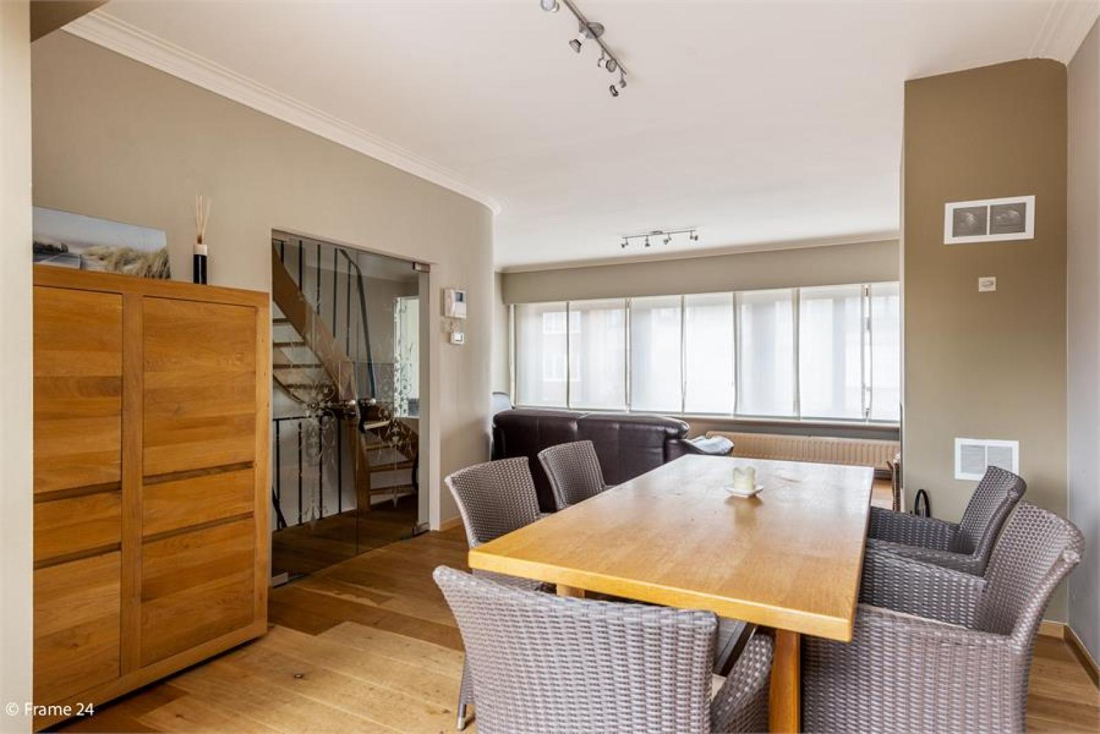 Verzorgde bel-étage met 3 slaapkamers, tuin en garage nabij centrum Wijnegem gelegen. afbeelding 7