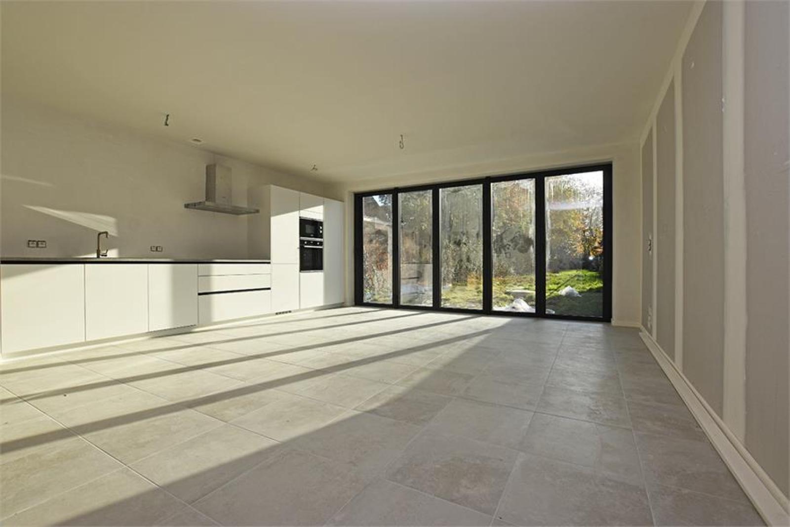 Prachtig luxueus afgewerkt nieuwbouwappartement te Wijnegem! afbeelding 3
