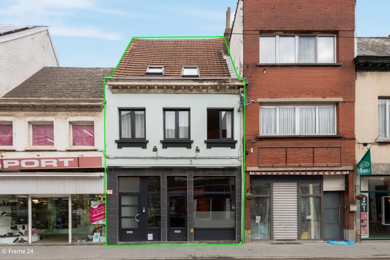 Handelsgelijkvloers met duplex-appartement gelegen op een zeer centrale locatie te Deurne! afbeelding 1