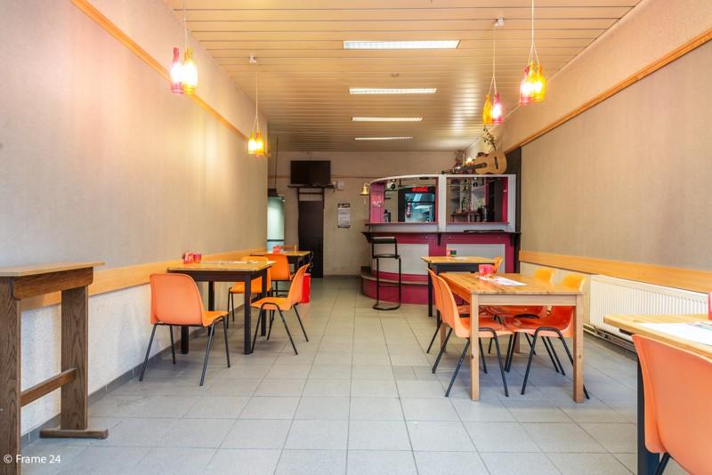 Handelsgelijkvloers met duplex-appartement gelegen op een zeer centrale locatie te Deurne! afbeelding 3