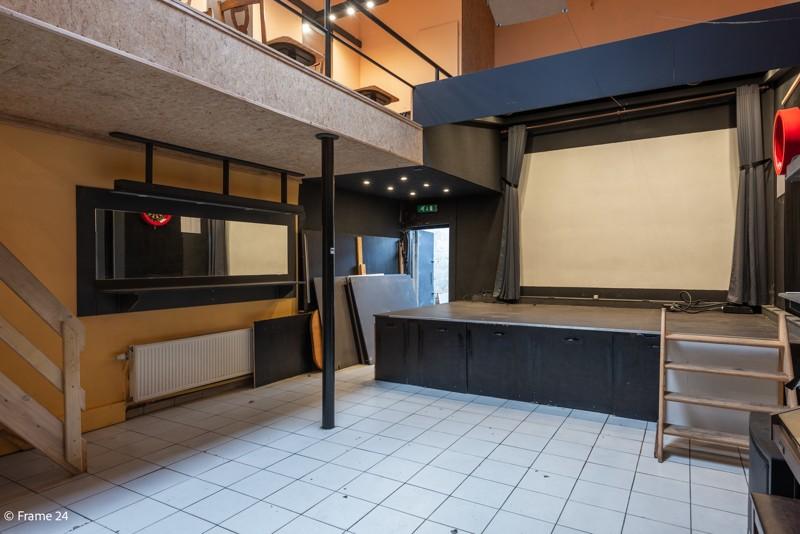 Handelsgelijkvloers met duplex-appartement gelegen op een zeer centrale locatie te Deurne! afbeelding 4