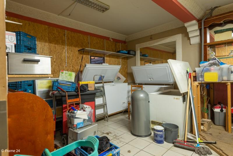 Handelsgelijkvloers met duplex-appartement gelegen op een zeer centrale locatie te Deurne! afbeelding 7