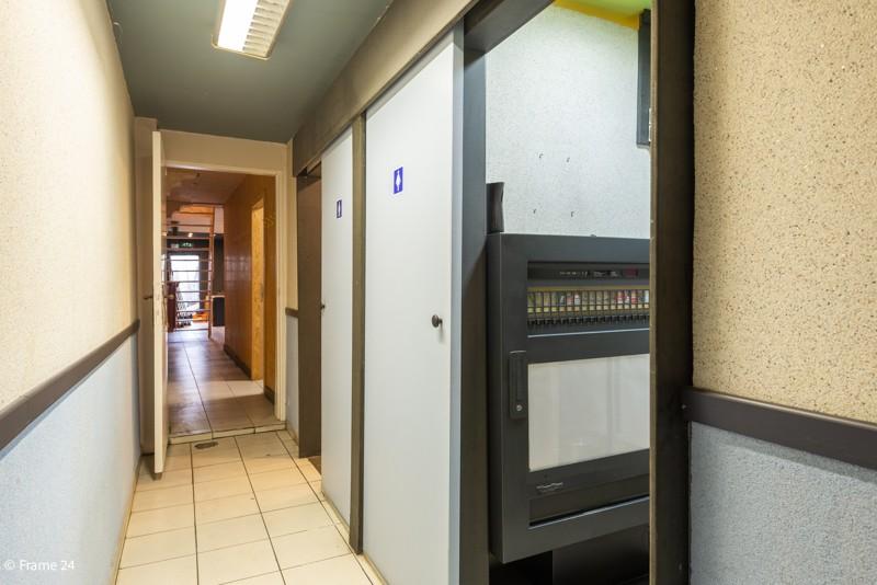 Handelsgelijkvloers met duplex-appartement gelegen op een zeer centrale locatie te Deurne! afbeelding 9