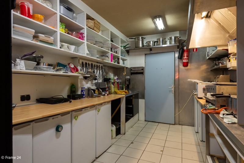 Handelsgelijkvloers met duplex-appartement gelegen op een zeer centrale locatie te Deurne! afbeelding 8