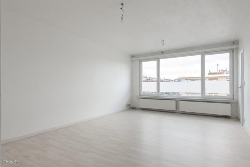 Zeer verzorgd en vernieuwd appartement met drie slaapkamers en terras te Deurne! afbeelding 3