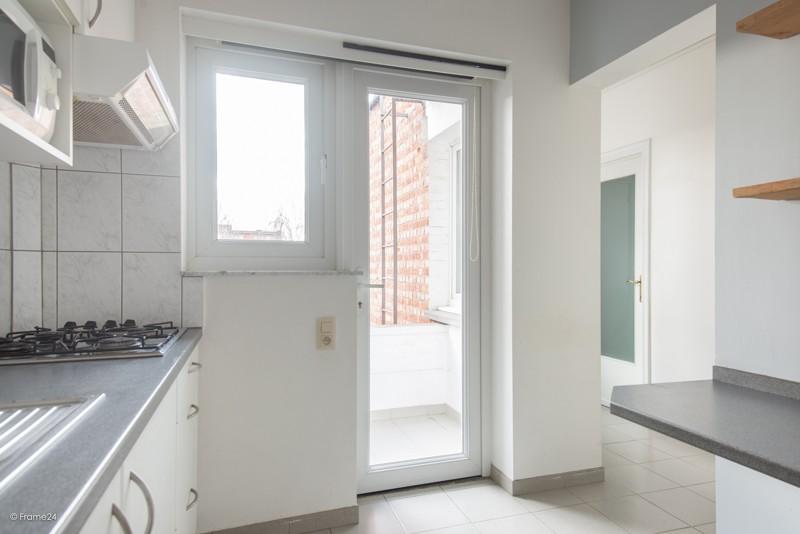 Zeer verzorgd en vernieuwd appartement met drie slaapkamers en terras te Deurne! afbeelding 8