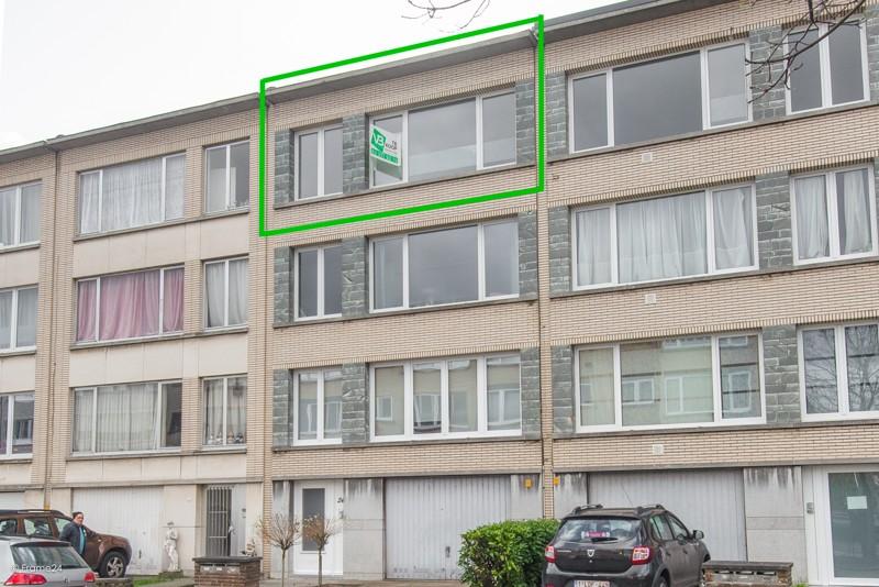 Zeer verzorgd en vernieuwd appartement met drie slaapkamers en terras te Deurne! afbeelding 1