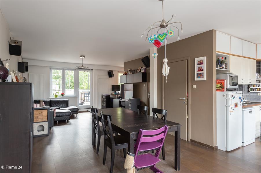 Halfopen woning met praktijkruimte/kantoor op een zeer centrale locatie te Wijnegem! afbeelding 3
