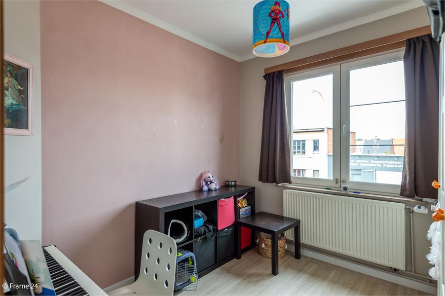 Halfopen woning met praktijkruimte/kantoor op een zeer centrale locatie te Wijnegem! afbeelding 13