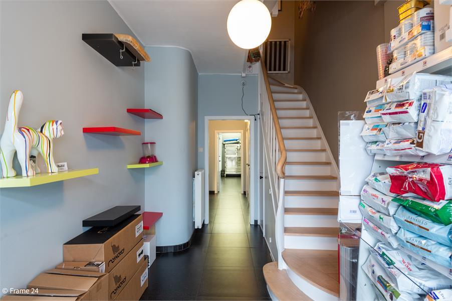 Halfopen woning met praktijkruimte/kantoor op een zeer centrale locatie te Wijnegem! afbeelding 15