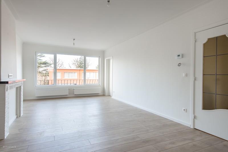 Volledig vernieuwd appartement met drie slaapkamers en terras te Deurne! afbeelding 2