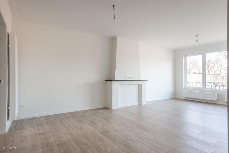 Volledig vernieuwd appartement met drie slaapkamers en terras te Deurne! afbeelding 3