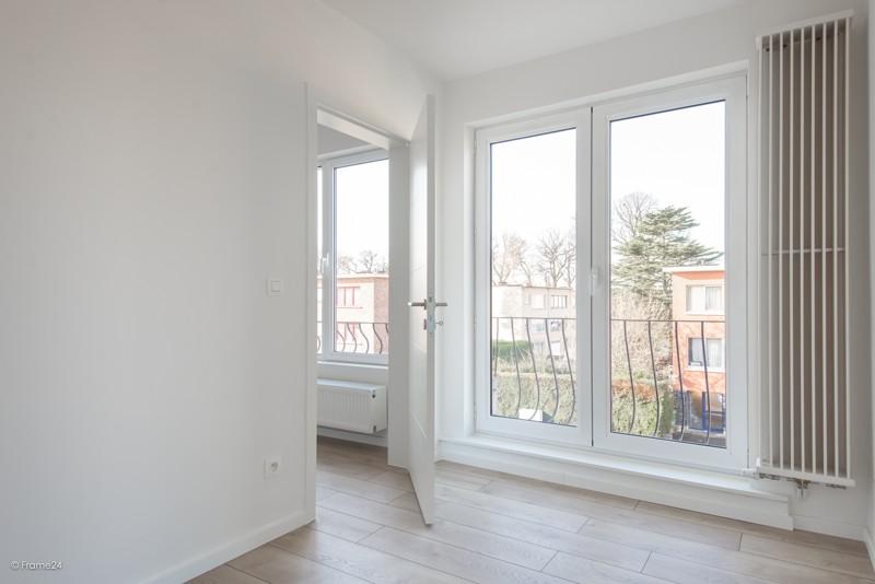 Volledig vernieuwd appartement met drie slaapkamers en terras te Deurne! afbeelding 9