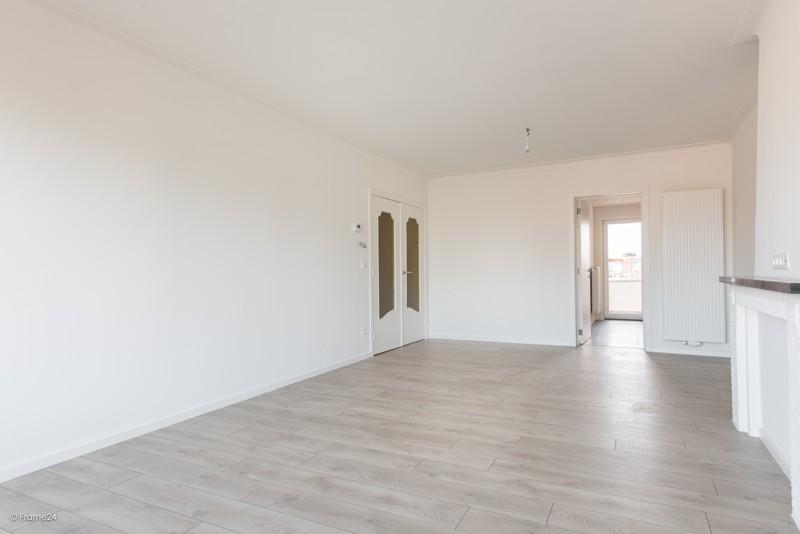 Volledig vernieuwd appartement met drie slaapkamers en terras te Deurne! afbeelding 8