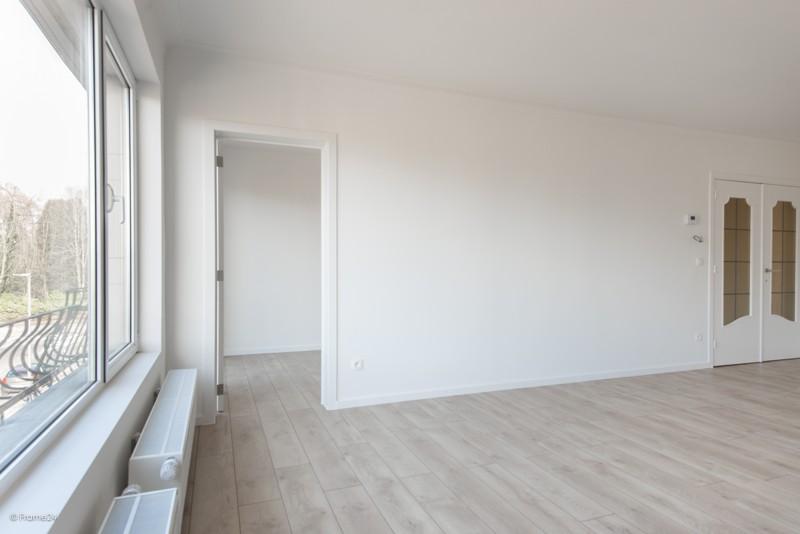 Volledig vernieuwd appartement met drie slaapkamers en terras te Deurne! afbeelding 4